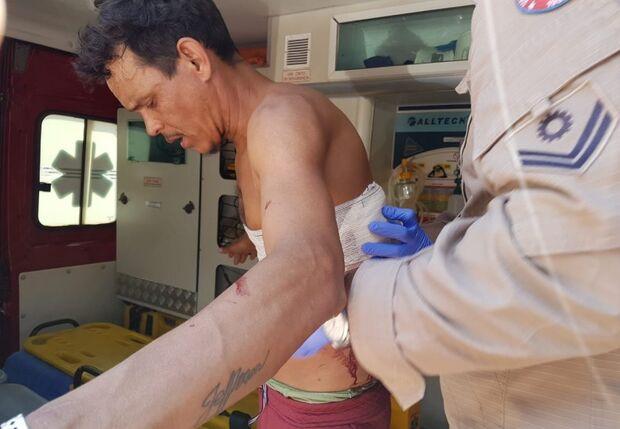 Homem é esfaqueado nas costas após discussão em Coxim