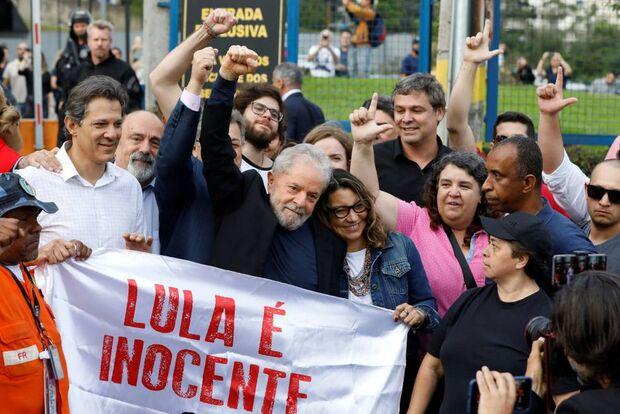 Lula discursa após soltura, chama Haddad de 'quase presidente' e provoca Bolsonaro
