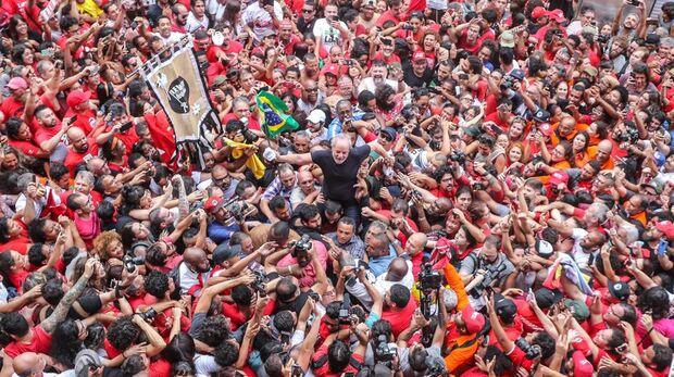 Em pronunciamento, Lula ataca Moro e chama Bolsonaro de canalha