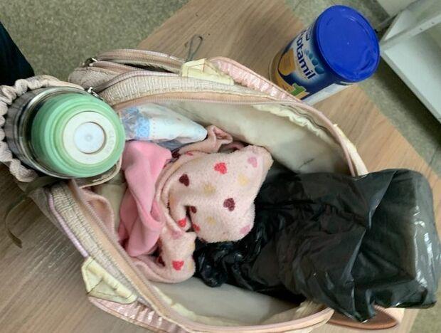 Gestante e cunhada com filho recém-nascido usam sacola de bebê para traficar