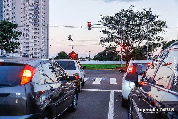 FAKE NEWS: mensagem sobre câmeras que filmam dentro de carros em Campo Grande é mentira