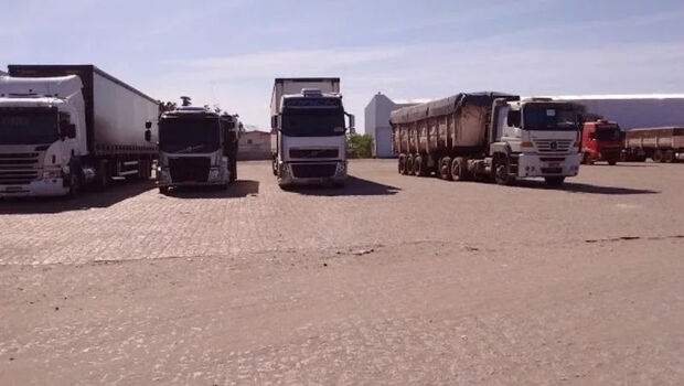 Mulher passa 11 dias presa em caminhão após ameaças do marido