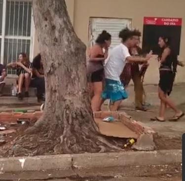 VÍDEO: leitor flagra pancadaria entre hippies em Campo Grande