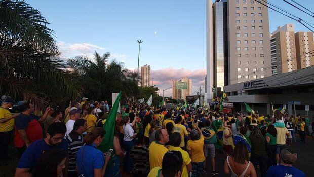 Manifestação contra Lula ocorre com presença de deputado do PSL