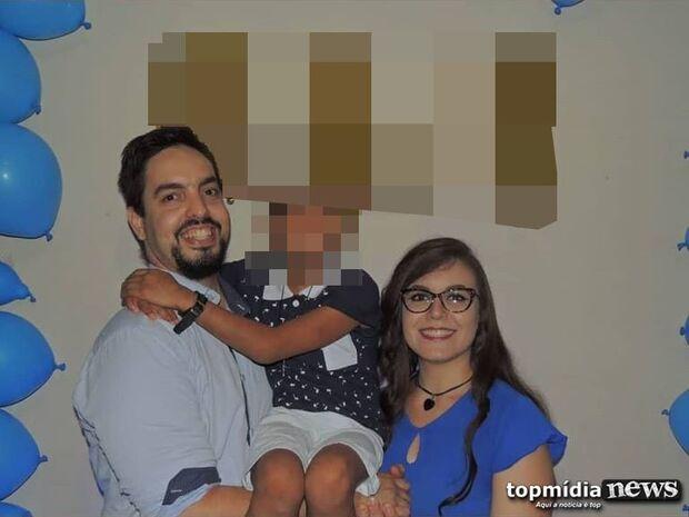 AMOR DE REDES SOCIAIS: casal que espancou filho adotivo esbanjava afeto no Facebook