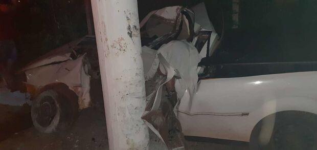 Motorista bate carro em poste de energia e morre em Miranda
