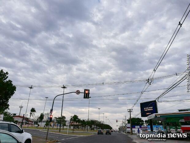 Dia amanhece 'fresquinho' e pode cair água a qualquer momento em Campo Grande