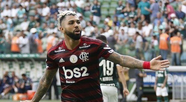 Flamengo vence o Palmeiras, quebra mais um tabu na história e instaura crise no rival