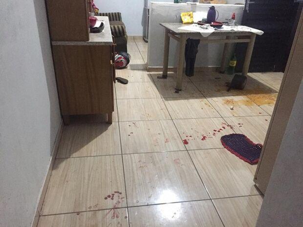 Homem invade casa para matar morador, é esfaqueado e morre