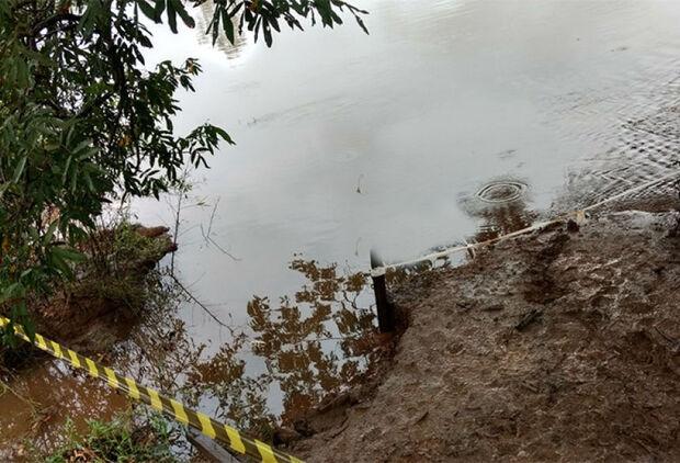 Corpo achado em rio é de homem assassinado com facada no peito