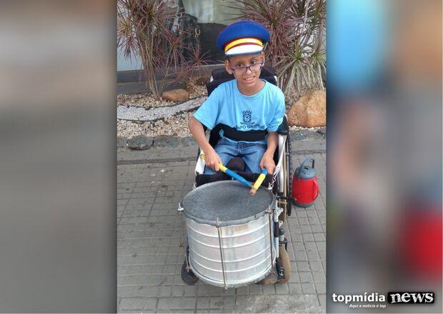 Com paralisia cerebral, Pedrinho fará nova cirurgia e mãe pede ajuda para filho continuar a andar