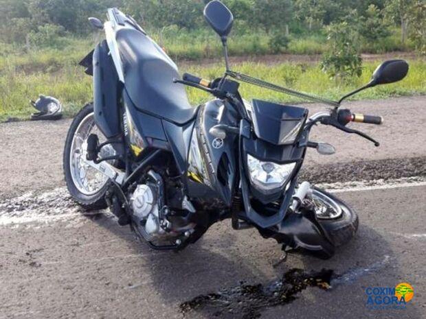 Motociclista bate em carreta e morre na BR-163