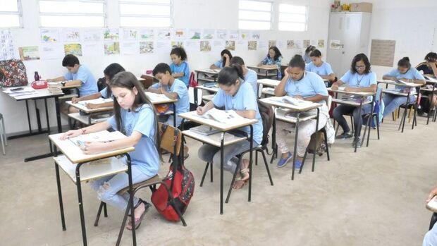 Professores temporários são convocados nesta sexta-feira