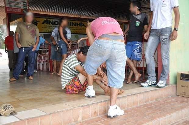 Após furtar celular e R$ 1 mil, ladrão apanha de moradores e acaba preso