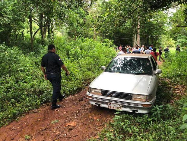 Moradores encontram quatro corpos empilhados em trilha improvisada
