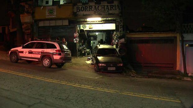 Menino de 4 anos morre atropelado após carro invadir borracharia