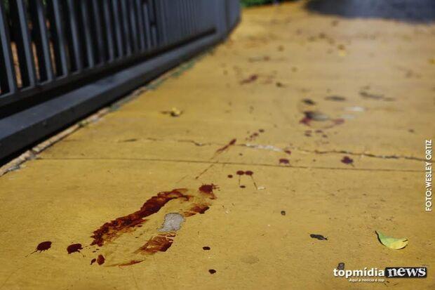Homem é morto com facada no peito por suspeito de moto