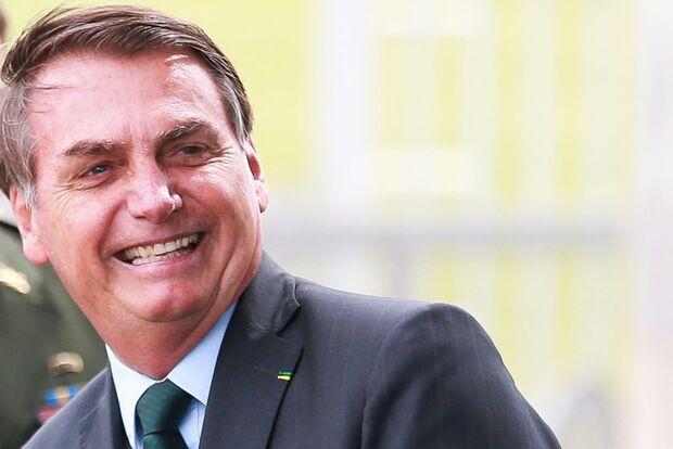 Com reajuste do salário mínimo abaixo da inflação, Bolsonaro estuda novo aumento