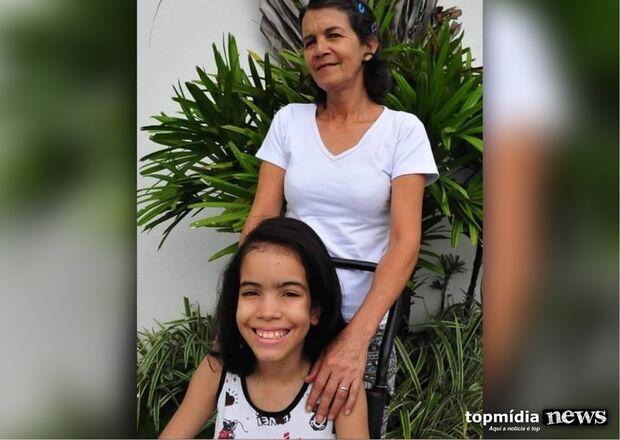 Bellinha fica 'presa' dentro de casa por conta do calor e mãe luta para construir varanda
