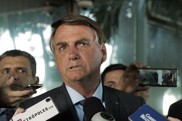 Bolsonaro quer revogar norma que proíbe venda direta de combustível