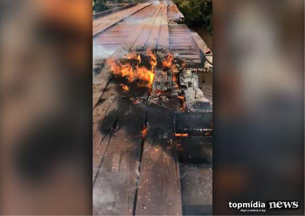 VÍDEO: ponte é destruída por vândalos no rio Anhanduí