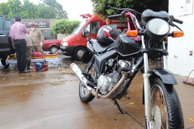 Motociclista é fechado por caminhonete e fica ferido