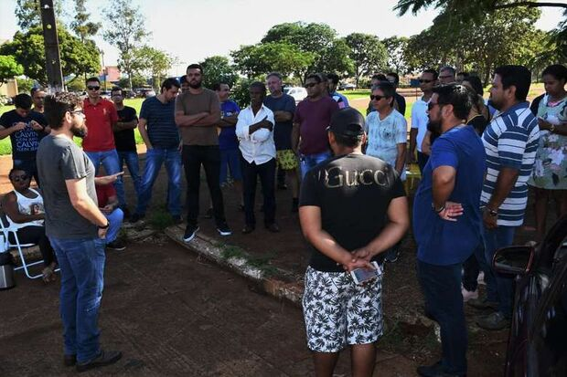 Motoristas de aplicativos realizam protesto por valorização em Dourados