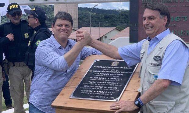 Bolsonaro e Tarcísio Feitas entregam pavimentação da BR-163 em MT
