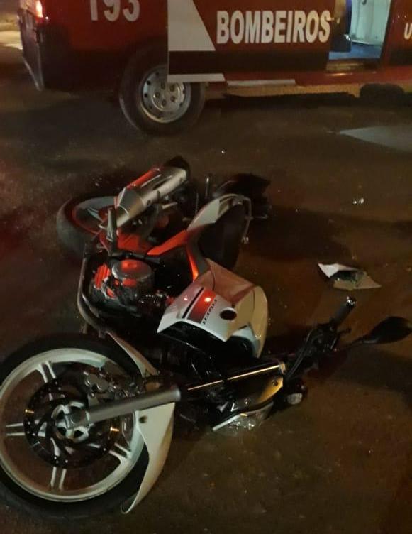 Motociclista fica ferido em acidente com carro e motorista foge sem prestar socorro