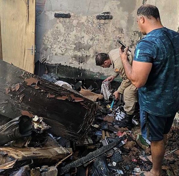Cabo dos Bombeiros vê casa da mãe ser destruída pelo fogo e pede ajuda no Jardim Morenão