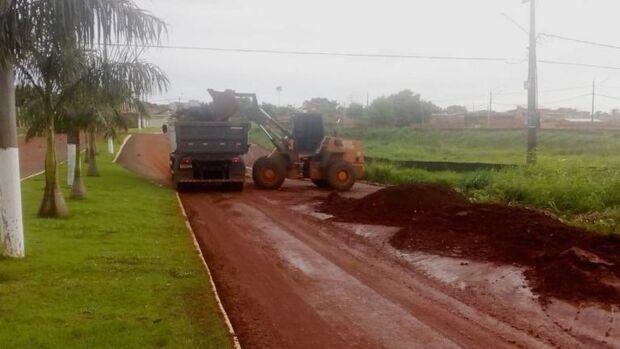 Equipe com 300 pessoas trabalha na recuperação de estragos após chuvarada em Campo Grande