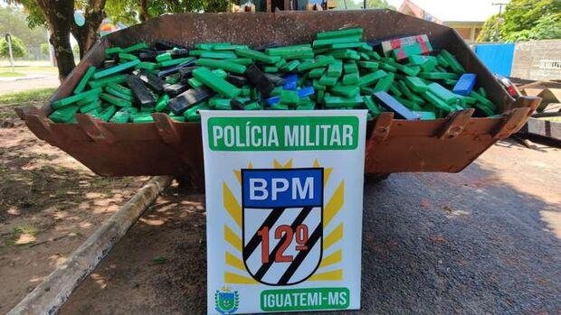 PM recupera caminhão roubado e apreende 820 kg de maconha em Iguatemi