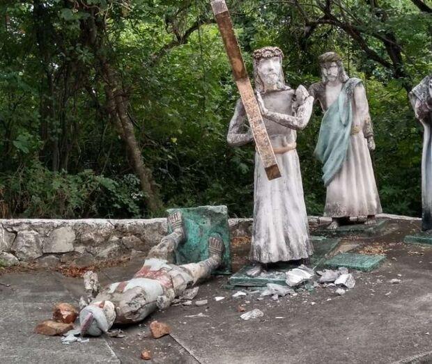 Vândalos destroem estátuas da Via Sacra em Corumbá