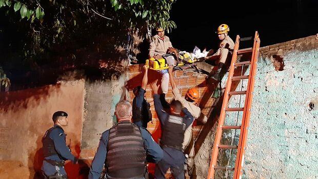 Bandido é baleado por PM, tenta fugir e quebra perna em Campo Grande
