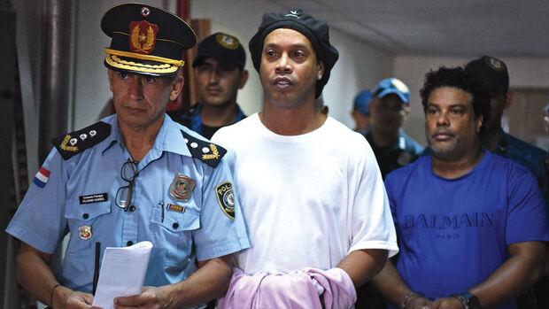 Perícia nos telefones de Ronaldinho e irmão começa hoje