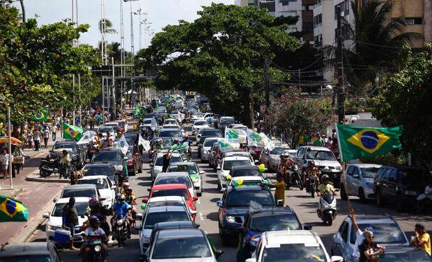 Bolsonaristas organizam carreatas pelo fim do isolamento nas grandes capitais do país