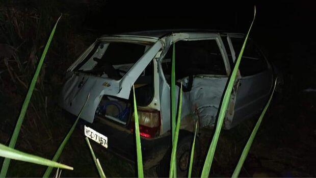 Passageiro de carro é arremessado e morre em capotamento em Porto Murtinho