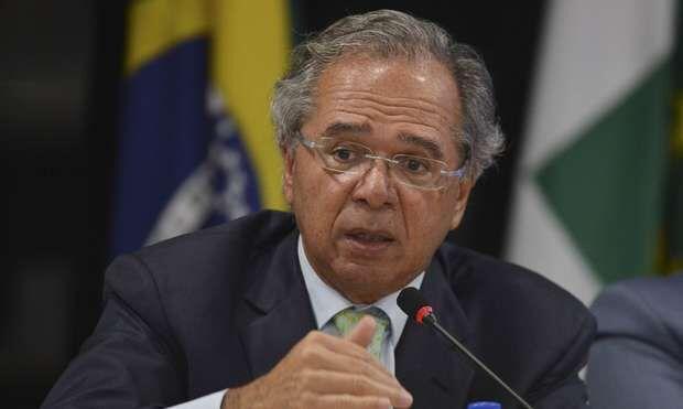 Guedes anuncia vale de R$ 200 para trabalhadores informais