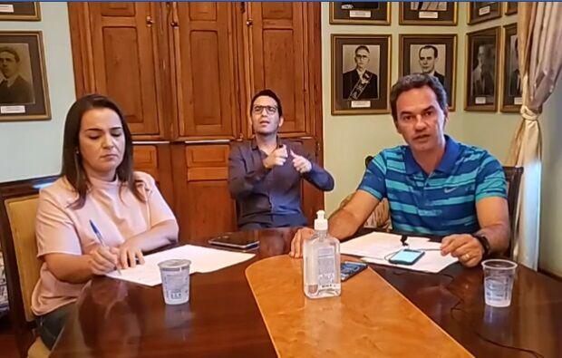Marquinhos ignora Bolsonaro e adianta toque de recolher para às 20h