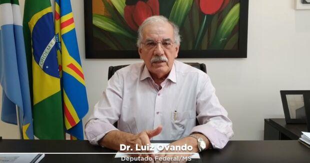 VÍDEO: deputado faz malabarismo e até se desmente para defender Bolsonaro