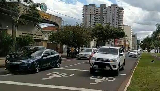 Na Lata: manifestação contra quarentena parece showroom de carro caro