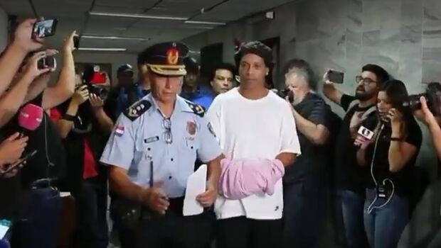 Rolê aleatório? Ronaldinho é investigado por participação em organização criminosa e lavagem