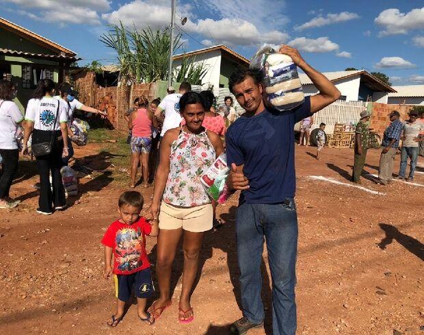 'Estava sem nada em casa': moradores recebem cestas básicas e agradecem apoio da Defensoria Pública
