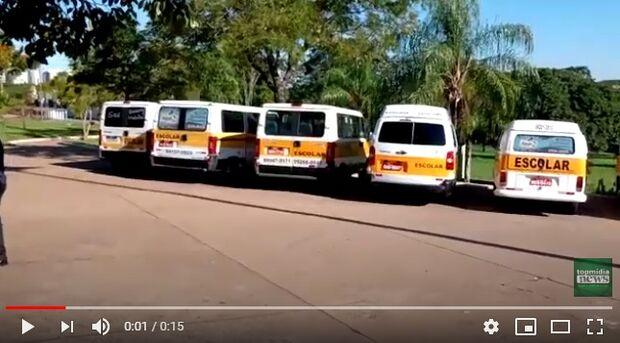 VÍDEO: motoristas de vans escolares fazem carreata com pedido de socorro durante pandemia