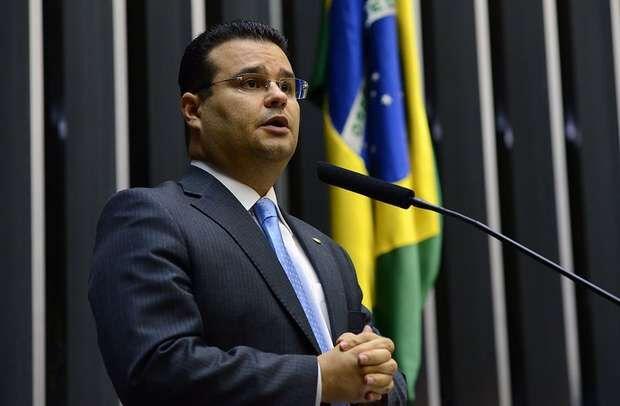 Deputado diz que respeita aliança do PSD com Bolsonaro, mas que continuará crítico