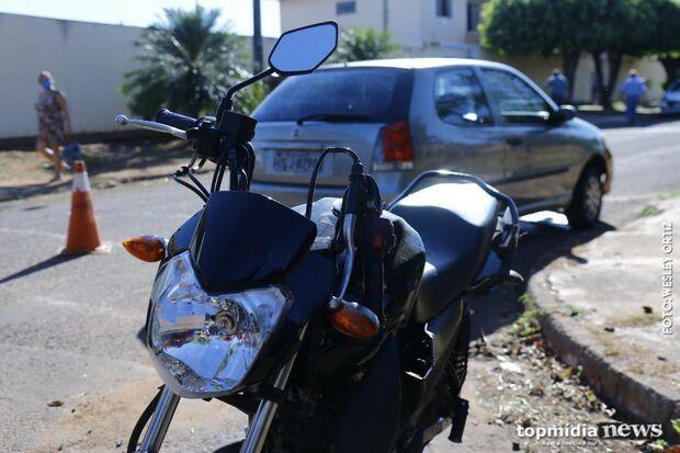 Batida entre carro e moto em rua sem sinalização indigna moradores no Coronel Antonino
