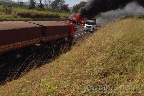 Motorista morto em batida entre caminhões no Paraná é de Rio Brilhante