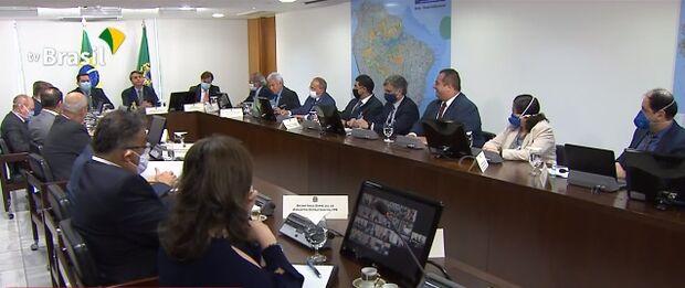 Governadores erguem 'bandeira da paz' em videoconferência com Bolsonaro