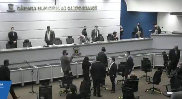 Ofensas e ameaças entre Salineiro e Telles causam suspensão da sessão