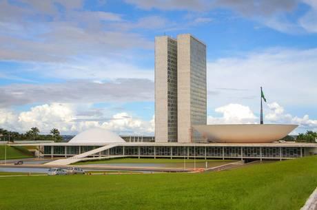 Congresso decreta luto oficial por 10 mil mortes de covid-19 no Brasil